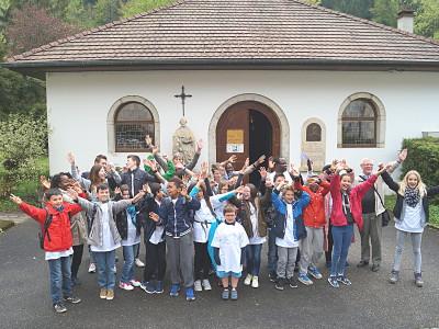 Le samedi 14 mai, une vingtaine d'élèves de l'aumônerie du collège et leurs accompagnateurs ont passé la journée à Lucelle au Centre Européen de Rencontres. Ce fut une journée riche en échanges, en temps forts et en rigolades !